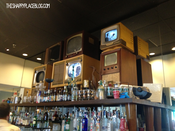 Tune-in Lounge Disney Hollywood Studios 2013: The bar is filled with vintage, working television sets.
